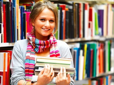 Studentka w bibliotece
